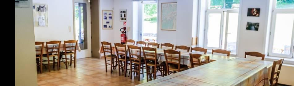 salle à manger du gite 40 personnes - Ferme château de DOURBES