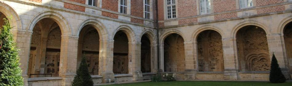 Saint-Michel abdij in Thièrache