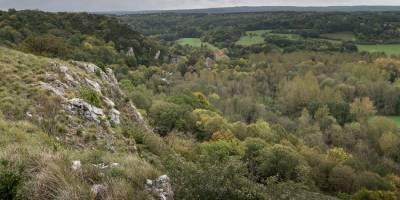 Panorama Montagne aux Buis avec Roche a Lomme, Vallée du Viroin & Abannets