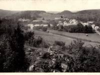 Dourbes : Zicht op het dorp uit de Haute Roche