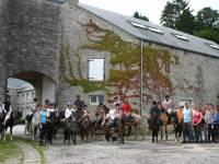 un groupe de cavaliers logent au gite