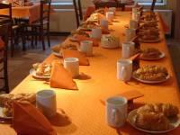 Salle à manger du gîte de groupe à Dourbes